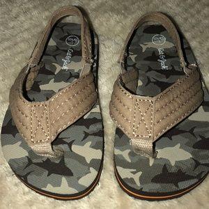 Toddler Boy size 9/10 flip flops camouflage